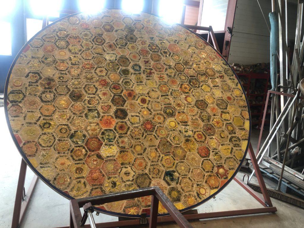Solen 200stk 6kantet keramik kakler udarbejdet af elever fra Homlia skolen
